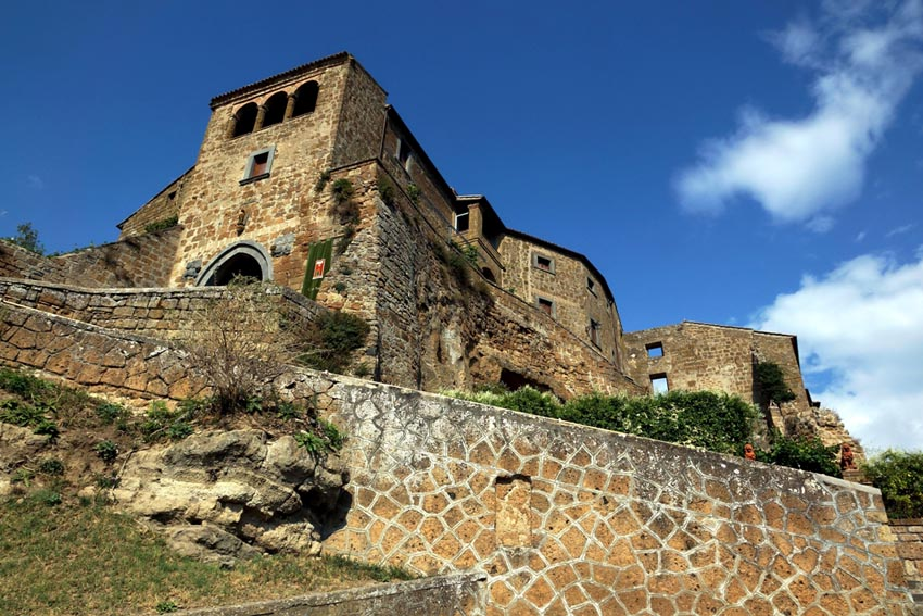 Visit Tuscia Villa Castles in Italy with Italyaffordabletours.com